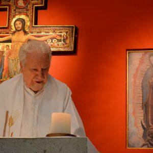 Alfonso Andueza Artázcoz en la paz del Señor